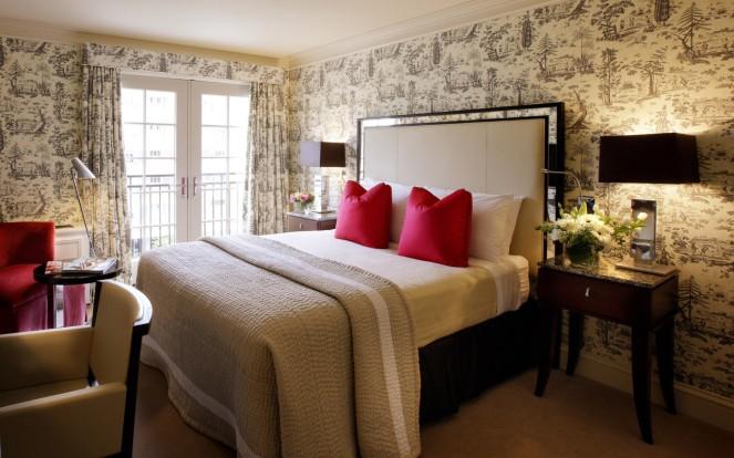 interior-spacious-bedroom
