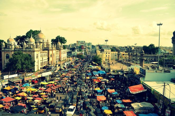 1600px-Busy_Street_in_India